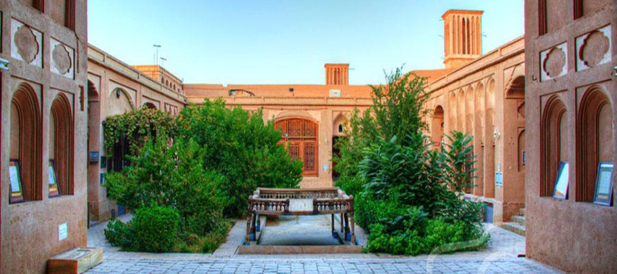 دیدنی ترین مکان های یزد؛ خانه لاری ها در یزد