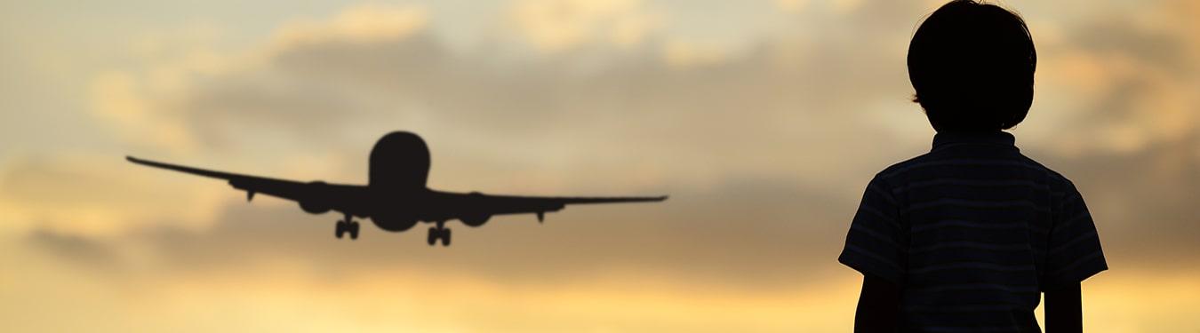 راهنمای سفر با هواپیما برای کودکان