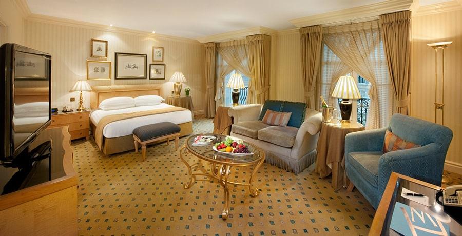 خدمت ارائه شده در هتل های 5 ستاره