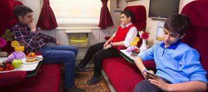 کوپه های قطار نور به همراه کودکان مسافر