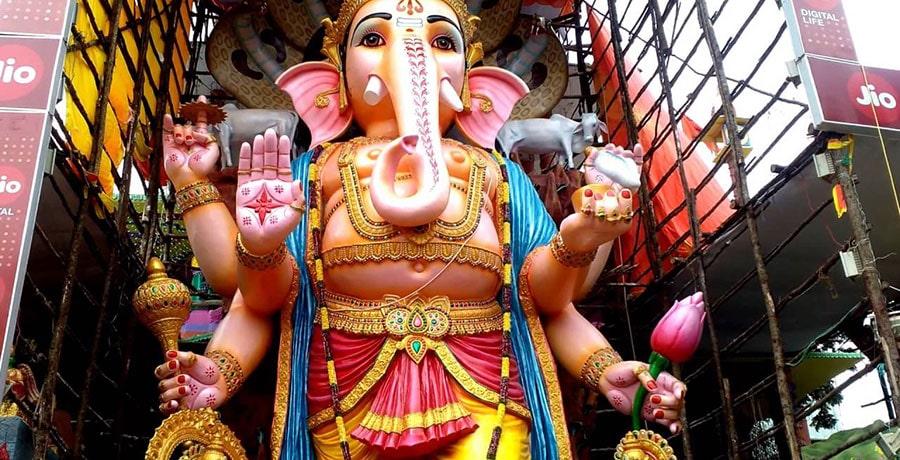 تاریخ افسانه ای هند و تصویری از فیل های مقدس بودایی
