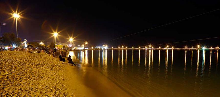 ساحل خلوت کیش در شب