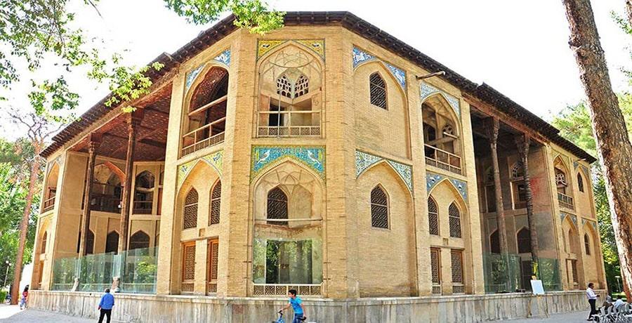 تصویری از کاخ هشت بهشت در شهر اصفهان، مکانی بسیار زیبا و خاص برای دیدار و تفریح