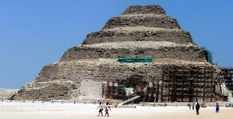 هرم پلکانی جوزر از آثار باستانی و قدیمی ترین هرم در مصر