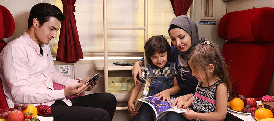 خانواده خوشحال در کوپه قطار غزال
