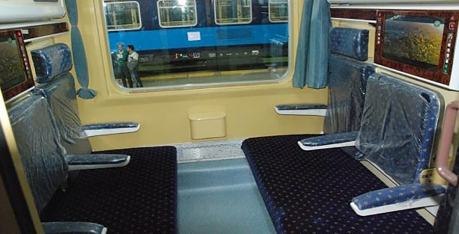 تصویری از فضای داخلی قطار رجا پلور سبز