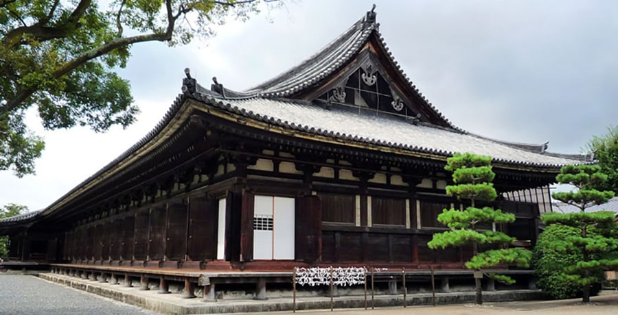 تصویری از معبد سانجوسانگندو در کیوتو ژاپن