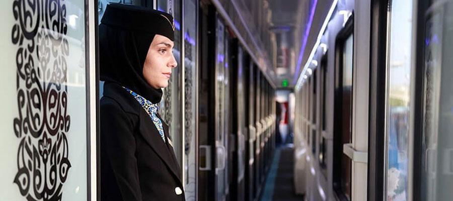 عکس مهماندار قطار فدک با هتل
