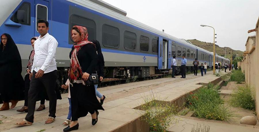 قطار حومه ای هشتگرد تهران