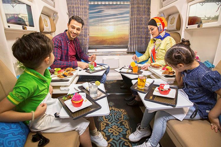 قطار فدک، امکانات قطار ۵ ستاره ایرانی