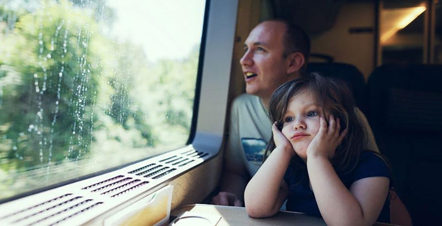پدر و دختر در قطار طوس