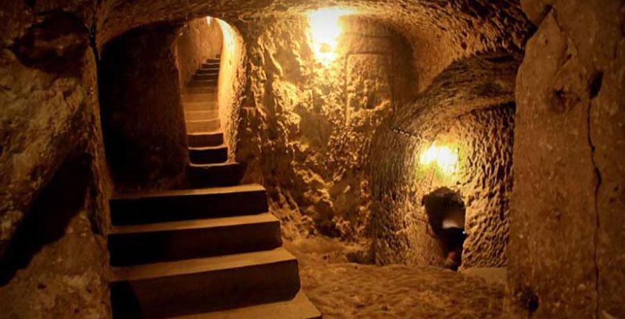 غار تالار رئیس کاشان