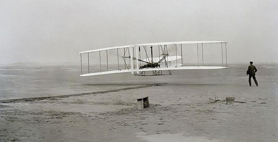 تصویری از برادران رایت و پرواز اولین هواپیماهای دنیا