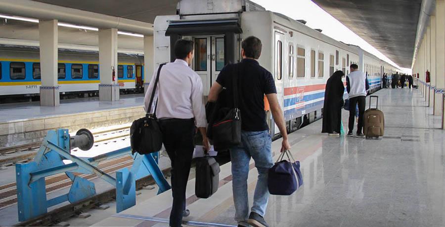 حرکت مسافران در ایستگاه راه آهن اصفهان