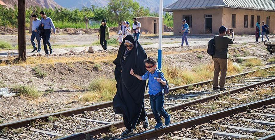 مسافران قطارهای حومه ای