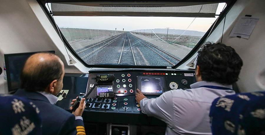 راننده قطار ارم ریل باس